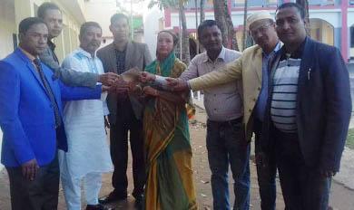 বন্ধু ফোরাম ৯৪'র সৌজন্যে ছালেহা বেগমের চিকিৎসার্থে ১০ হাজার টাকার নগদ অনুদান প্রদান