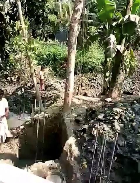 কর্ণফুলীর শিকলবাহায় ভরাট করছে সরকারি খাল
