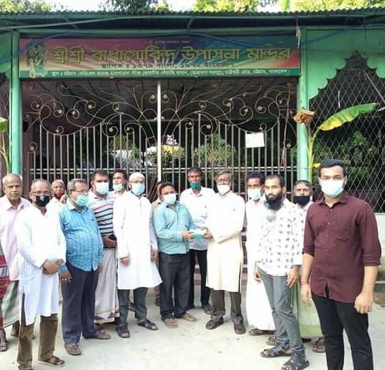 চকবাজার রাধা গোবিন্দ মন্দিরে শিক্ষা উপমন্ত্রীর অনুদান প্রদান