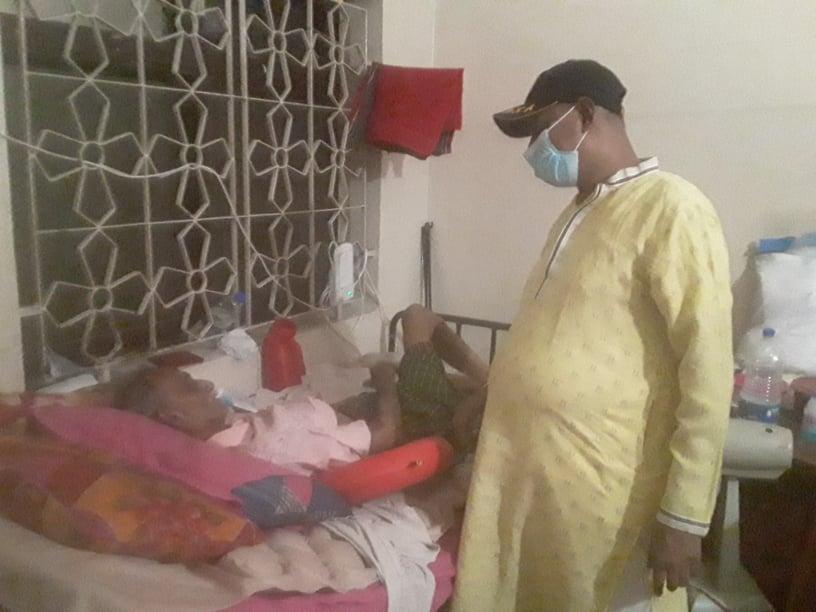 অসুস্থ শিল্পী সৈয়দ মহিউদ্দীনকে দেখতে গেলেন কাউন্সিলর প্রাথী মহসিন