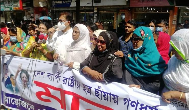 নারী নির্যাতন ও ধর্ষণের প্রতিবাদে চট্টগ্রাম মহানগর মহিলাদলের মানবন্ধন