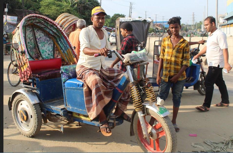 চট্টগ্রামে ফের ব্যাটারি রিক্সার দাপট!