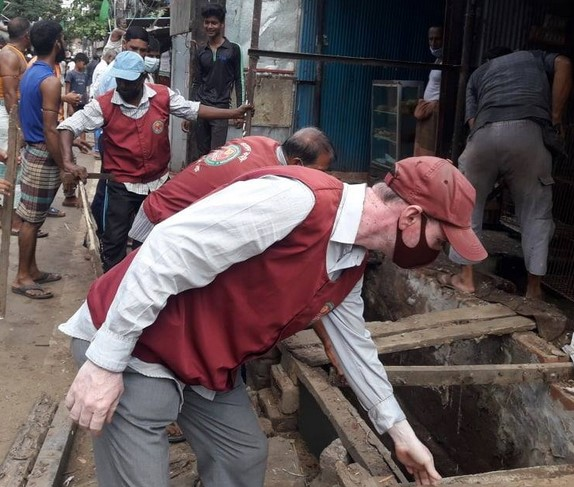নালা দখলমুক্ত করল চসিকের ভ্রমাম্যাণ আদালত