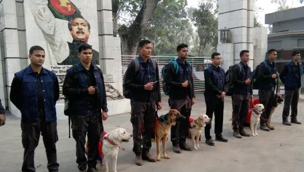 বাংলাদেশ সেনাবাহিনীকে শুভেচ্ছা স্বরুপ প্রশিক্ষণপ্রাপ্ত ৫টি কুকুর উপহার দিল ভারতীয় সেনাবাহিনী